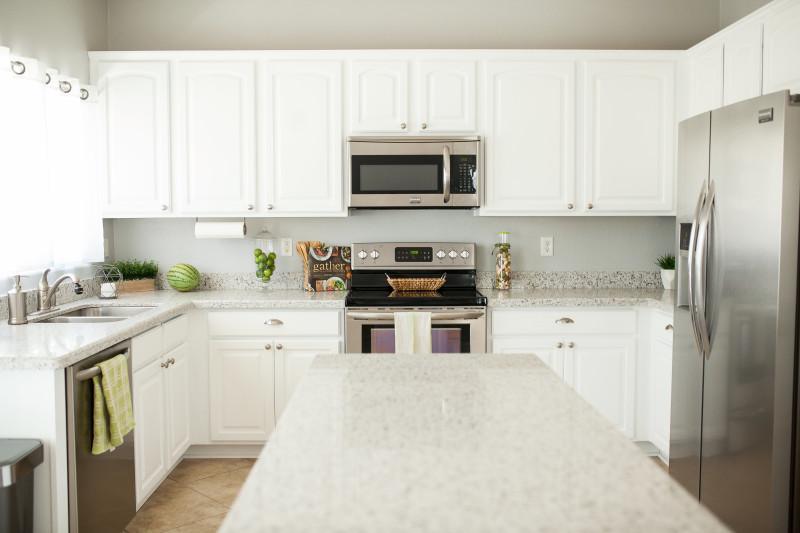 View More: http://letmeseeyousparklephoto.pass.us/09-06-16-decoart-kitchen